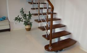 Лестницы на одном центральном косоуре