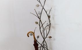 Вешалка с листьями